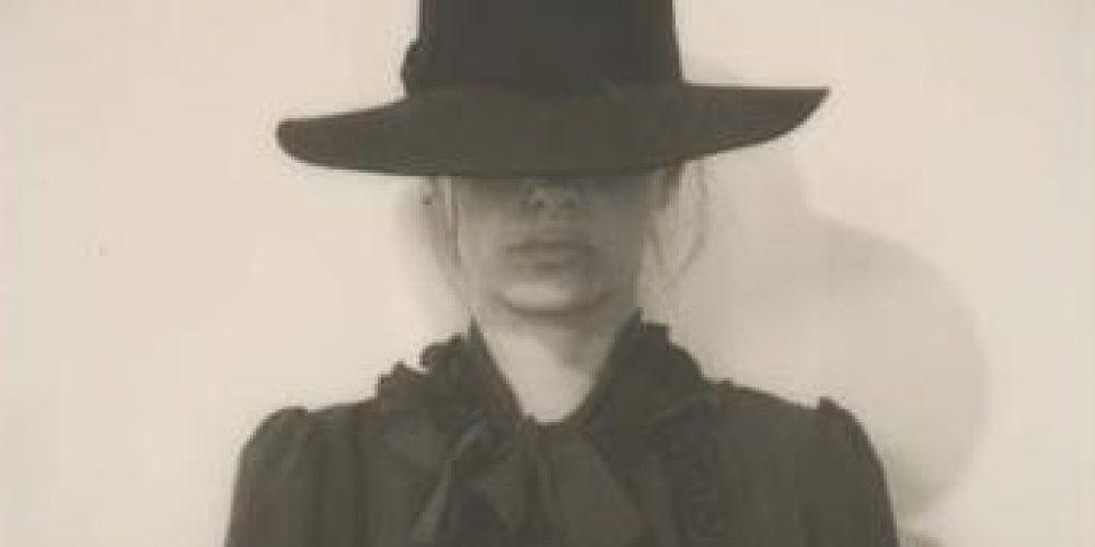 Janna Colella espone i suoi scatti in Polaroid